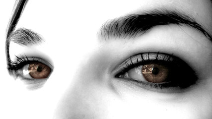 yeux marrons de femme sexy maquillée