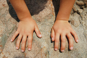 small child fingers on the stone