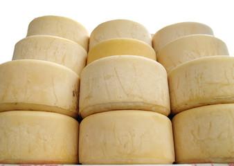 queso fresco de idiazabal en un mercado rural