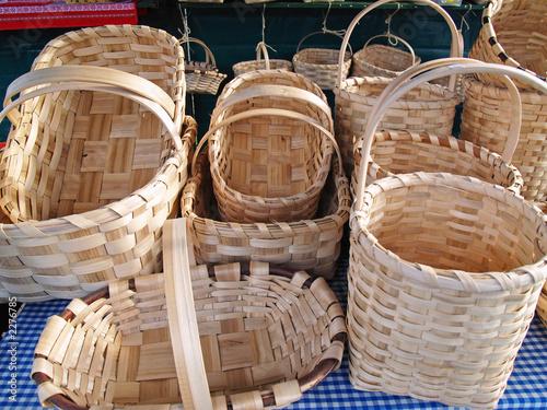 Cestos hechos a partir de tiras de madera fotos de - Cestos de madera ...