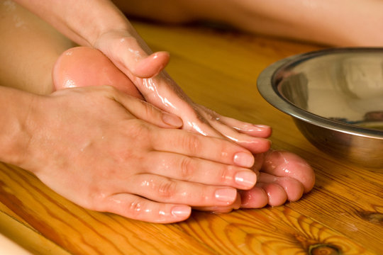 ayurvedic oil foot massage