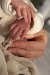 mains bébé
