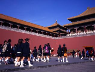 Papiers peints Pékin schoolgirls visiting the forbidden city beijing