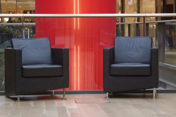 deux fauteuils en cuir