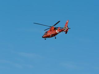 Fotobehang Helicopter us coast gaurd helicopter in flight
