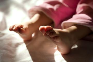 little foots of newborn