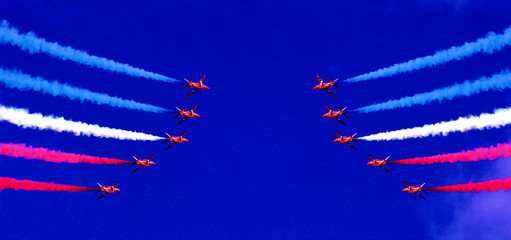 red arrows moirror show