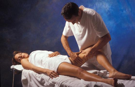 massaggio alla gamba