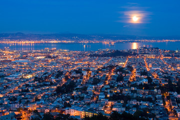 Fotobehang - full moon rising over san francisco