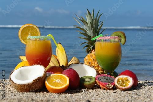 Cocktail et jus de fruits exotique photo libre de droits for Cocktail jus de fruit