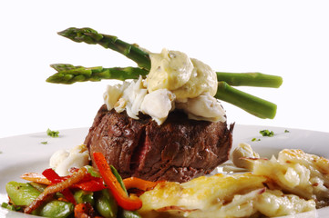 king fillet mignon with crab meat and asparagus