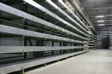 verlassene, leere lagerhalle