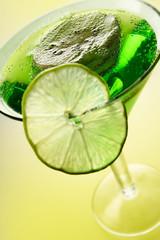 Poster de jardin Eclaboussures d eau slices of kiwi and lime