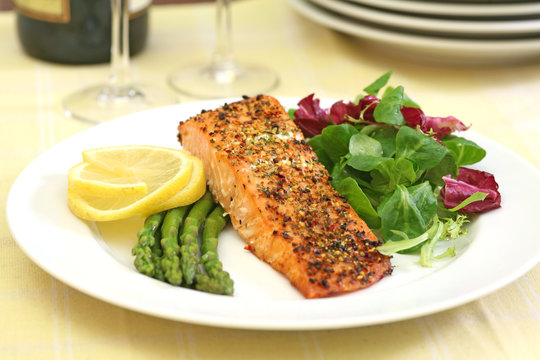 baked salmon with green salad and asparagus