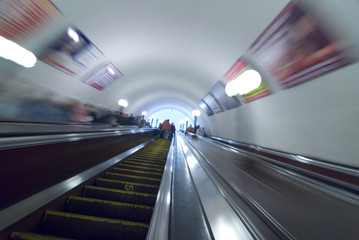 Poster Motorise commuters in moscow metro on escalator steps