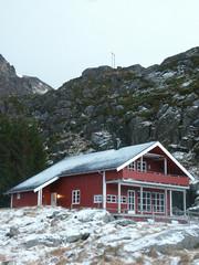 casa arancione nell'artico