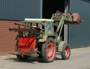 tractor. traktor.