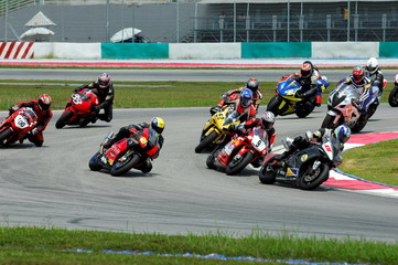 Papiers peints Motorise race bikes at a race track