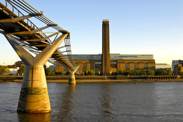 tate modern and river thames