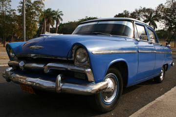 voiture américaine des années 50 à cuba