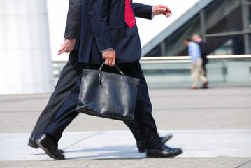 homme d'affaires en marche