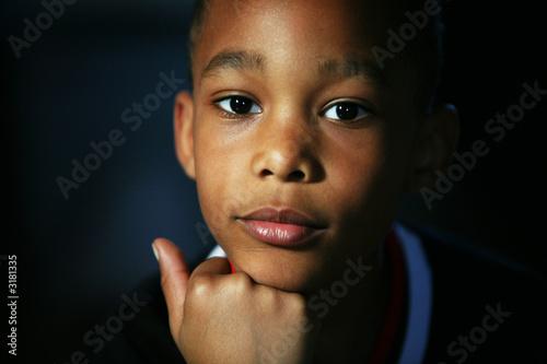 h bscher junge modellblick stockfotos und lizenzfreie bilder auf bild 3181335. Black Bedroom Furniture Sets. Home Design Ideas