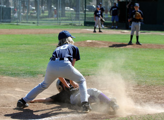baseball - tag at third base