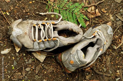 En 2 Fotos Archivo Imágenes Viejos Libres E De Zapatos Derechos 6HzwC