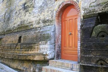 una porta colorata