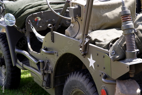 vieille jeep de l 39 arm e am ricaine photo libre de droits sur la banque d 39 images. Black Bedroom Furniture Sets. Home Design Ideas
