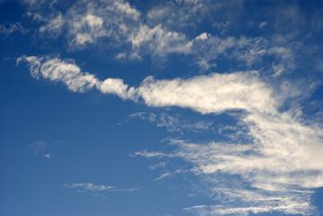 ciel; bleu; nuages; blanc