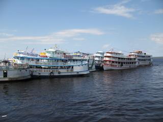 Amazonasboote im Hafen Manaus