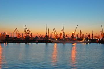 Stores à enrouleur Antwerp harbour scape with cranes