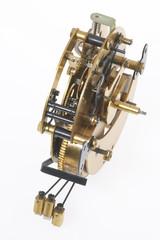 altes goldfarbenes Uhrwerk mit vielen kleinen Zahnrädern