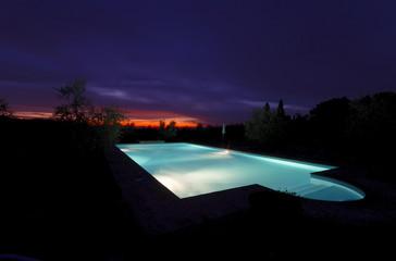 Swimming-pool im Sonnenuntergang