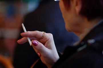 fumeuse de cigarette