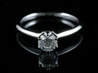 Diamond ring with reflection