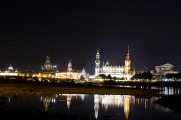 Spiegelung Terrassenufer Dresden