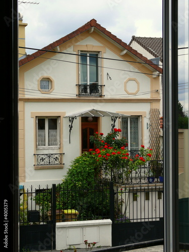 Maison typique de banlieue parisienne photo libre de for Loft banlieue parisienne