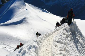 Alpinistes sur une arête