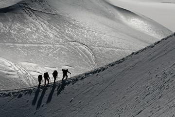 Tuinposter Alpinisme Alpinistes sur une arete