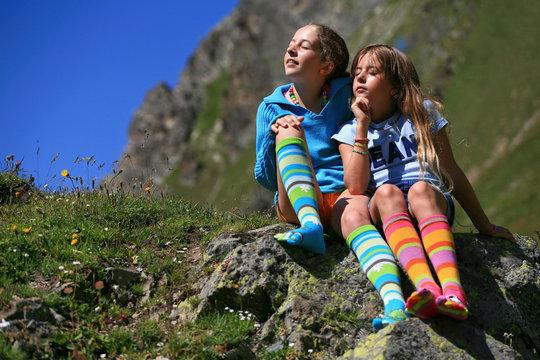 Enfants en chaussettes