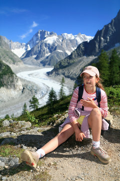 Portrait enfant en montagne