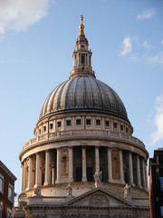 St Pauls outside 04