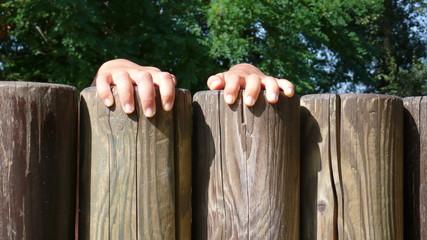 petites mains d'enfant