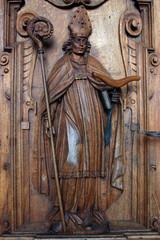 Sculpture en bois sur porte de cathedrale