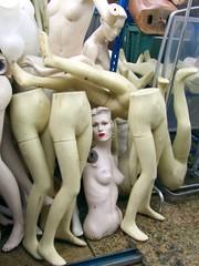 Jambes et torses de mannequins