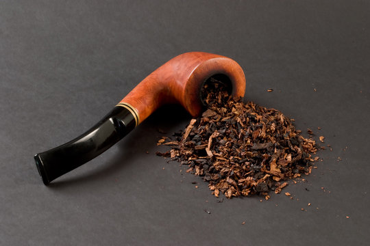 Briar smoking pipe and tobacco