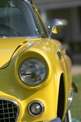 Fototapeta premium żółty klasyczny samochód