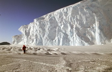 gigantesque mur de glace